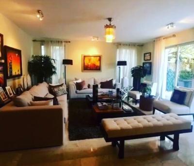 Casa en un sector sumamente residencial en la castellana