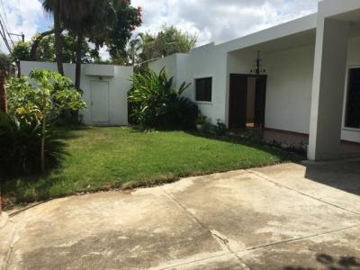 Hermosa Casa con Piscina en Arroyo Hondo Viejo