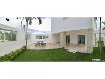 Casa en Altos De Arroyo Hondo 251mts2