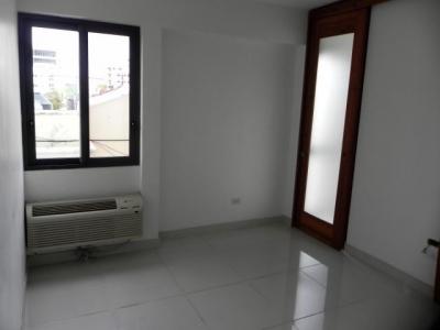 Apartamento en Alquiler en Evaristo c/Linea Blanca A/A, GYM, 2hab