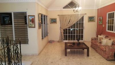 Amplia y Confortable casa de dos niveles en la castellana