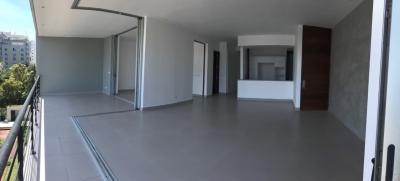 Apartamento en alquiler ubicado en Paraiso. 3H 3.5B 2P