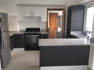 Apartamento en aquiler ubicado en Evaristo Morales. 2H 2.5B 2P