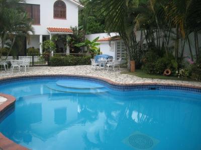 Casita tipo townhouse en Residencial cerrado con piscina