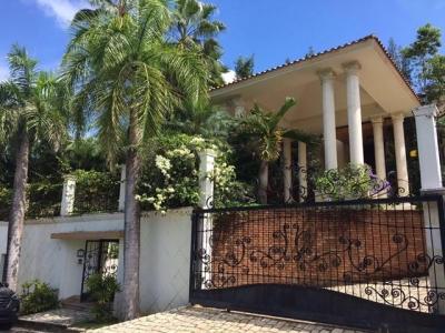 Hermosa casa en Altos de Arroyo Hondo