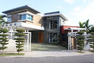 Hermosa casa con diseño contemporaneo en Los Cacicazgos