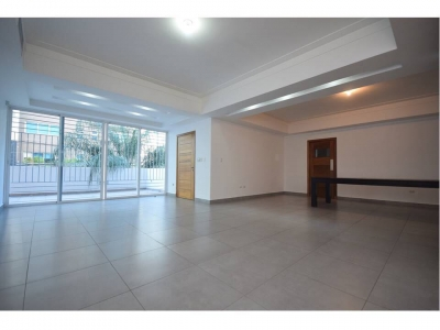 Apto. moderno con terraza de oportunidad en Serralles, 3 h, estudio, family, 3.5 baños