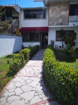 Casa de 2 Plantas Entrada de Los Rios 8.5M negociable