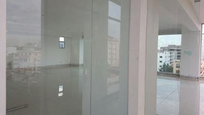 Alquilo local de 125 m2 en Bella Vista