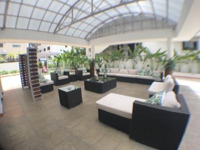 Piantini -A metros del Blue Mall en piso alto con vista Norte