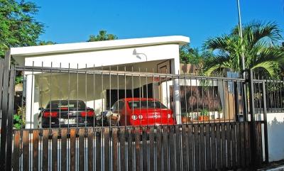 Casa de 3 Habitaciones, Urb. Puerta de hierro