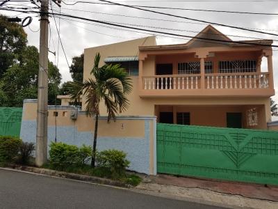 Alquilo casa en Las Praderas - para uso comercial - cerca de la Luperon