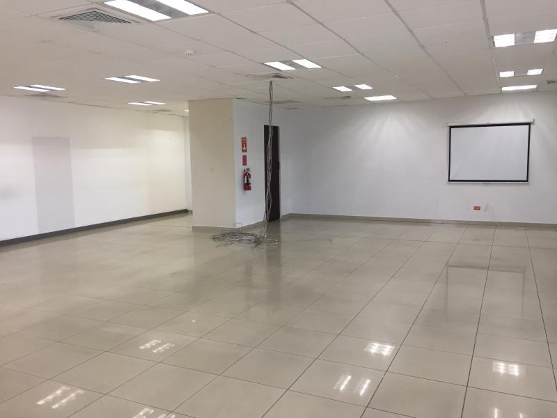 Evaristo Morales, local para oficinas