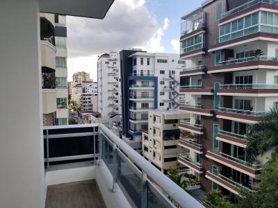 Alquilo apartamento Torre Nueva en Naco