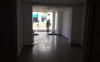 SE RENTA Local Comercial en Plaza ubicada en el sector de Naco