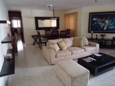 Apartamento en alquiler amueblado en Evaristo Morales 2H 2.5B 1P