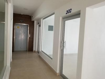 Local Comercial en Naco Segundo Nivel. 24 m2