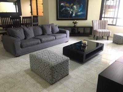 Apartamento en alquiler amueblado ubicado en Evaristo Morales. 2H 2.5B 1P