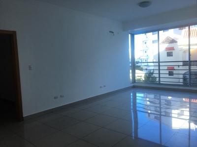 Apartamento en alquiler ubicado en Serralles. 3H. 2.5B 2P