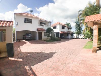 La Meseta -Casa De 2 Niveles en Complejo Cerrado