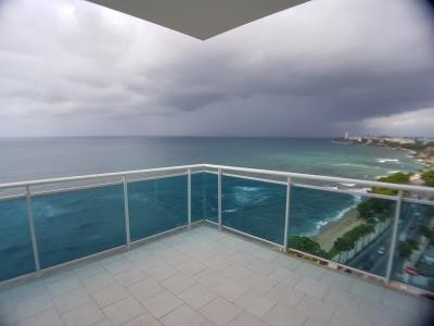 Alquilo apartamento de 2 habitaciones moderno frente al mar, Malecon
