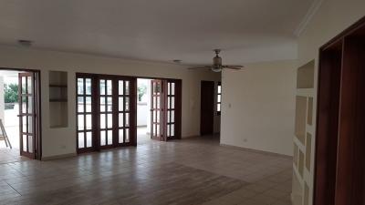 Alquilo apartamento con terraza privada en la Av. Enriquillo
