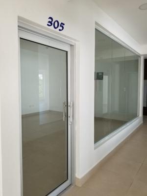 Local en Alquiler en Naco en el Tercer Nivel de 26 m2