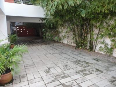 Penthouse en alquiler ubicado en Evaristo Morales. 3H 4.5B 2P