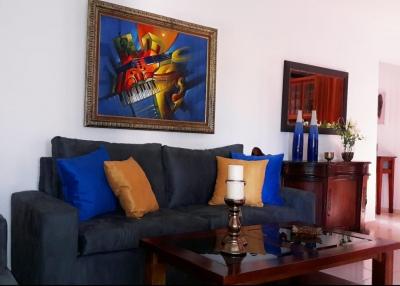 Apartamento en alquiler amueblado ubicado en Evaristo Morales. 2H 2B 1P