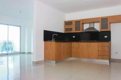 Apartamento en alquiler ubicado en Renacimiento. 2H 2.5B 2P