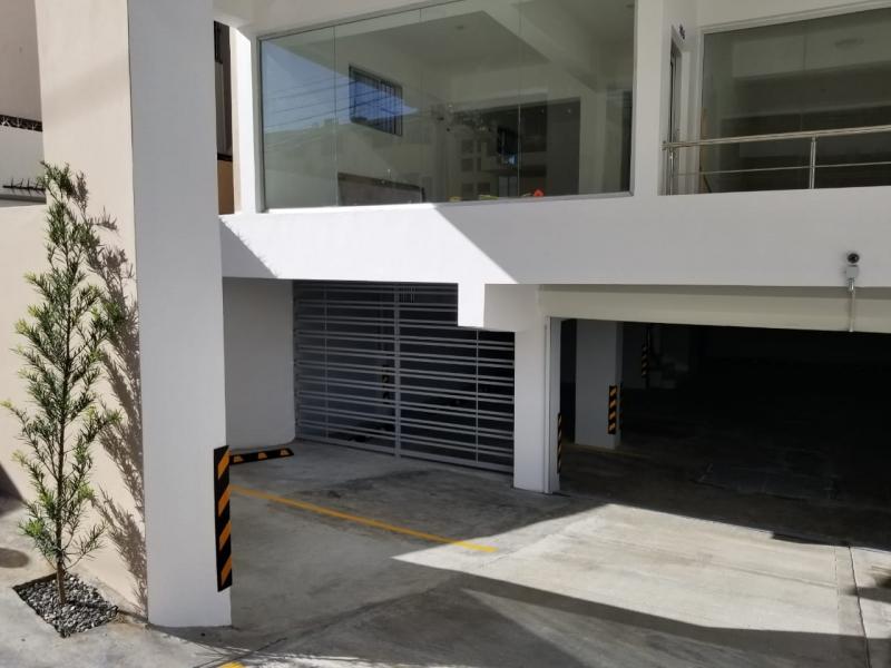 Local en Alquiler en Naco en el Tercer Nivel de 40 m2