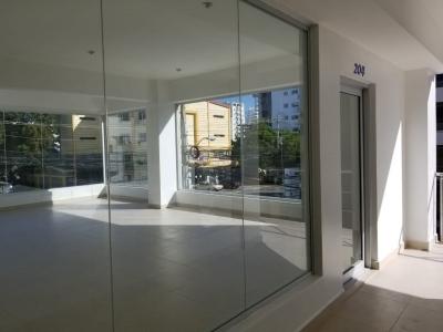 Local en Alquiler en Piantini en el Segundo Nivel de 47 m2