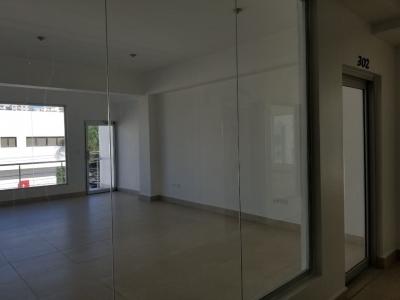 Local en Alquiler en Naco en el Tercer Nivel de 34 m2