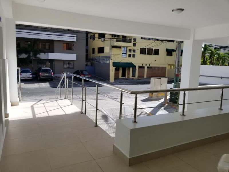 Local en Alquiler en Naco en el Primer Nivel de 35 m2