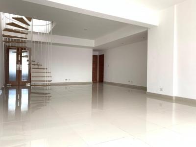 Apartamento en alquiler en Santo Domingo, Evaristo Morales. 3H 4B 2P