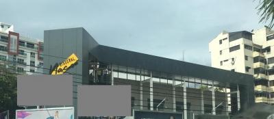 Local en Alquiler en Naco en el Primer Nivel de 57 m2
