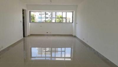 Oficina en Alquiler Evaristo Morales Tercer Nivel de 48 m2