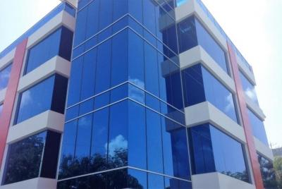 Oficina en Torre  Empresarial de 64 m2 en Julienta Morales
