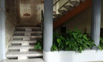 Oficina en Alquiler en Paraiso en el Tercer Nivel de 80 m2