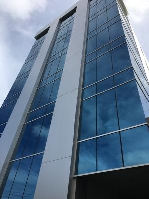 Oficina en Torre Empresarial de 592 m2 en NACO