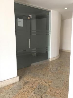 Oficina en Alquiler en Piantini en el Segundo Nivel de 41 m2