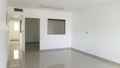 Oficina en Alquiler Evaristo Morales Segundo Nivel de 45 m2