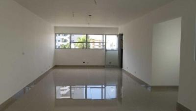 Oficina en Alquiler Evaristo Morales Tercer Nivel de 52 m2