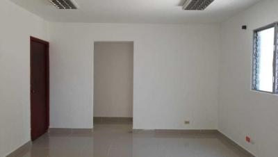 Oficina en Alquiler Evaristo Morales Segundo Nivel de 79 m2