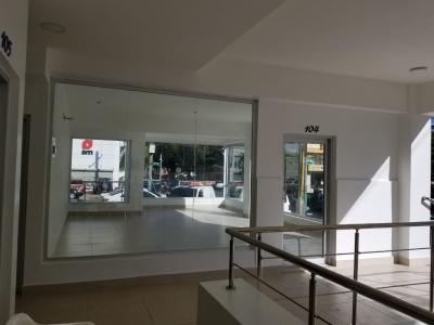 Local en Alquiler en Naco en el Primer Nivel de 46 m2