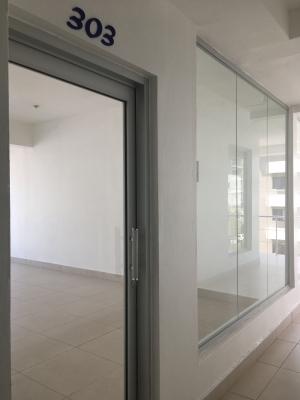 Oficina en Alquiler en Naco en el Tercer Nivel de 30 m2