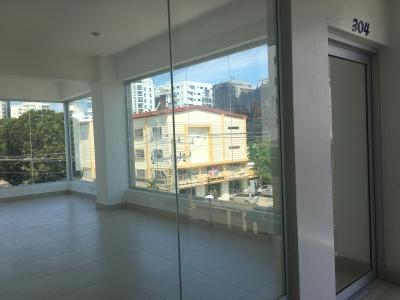Oficina en Alquiler en Naco en el Tercer Nivel de 35 m2