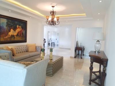 Apartamento con estar y totalmente remodelado