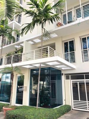 Centrico Apartamento en Alquiler en evaristo morales de 3 habitaciones