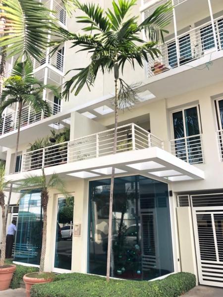 Apartamento En Alquiler En Evaristo Morales excelentemente ubicado  De 3 Habitaciones